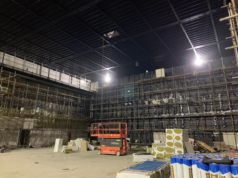 ▲改建施工中的成都量子光电竞中心,位于成都太古里购物中心旁,曾是KPL西部赛区主场。<br>