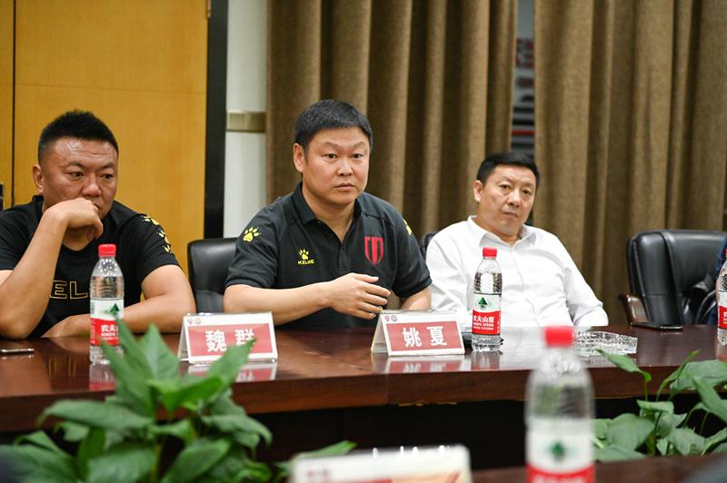 ▲成都足球的旗帜性人物姚夏,他的身份已经从球员转型为职业体育管理者。<br>