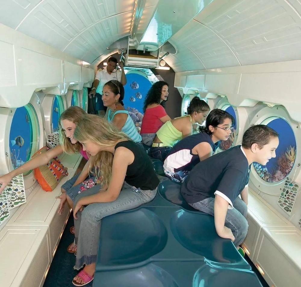 △亚特兰蒂斯潜水艇内部。/flickr