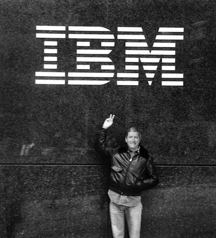 库克与 IBM 的合影. 图片来自:businessinsider<br label=图片备注 class=text-img-note>