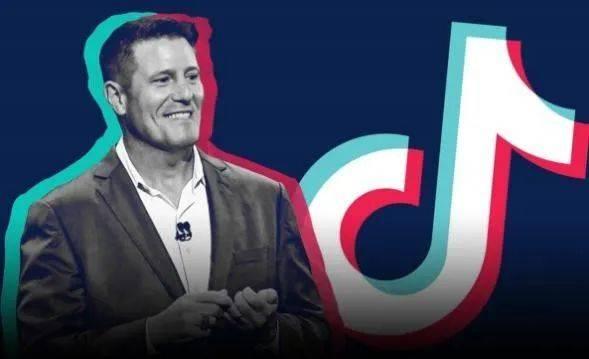 曾短暂担任TikTok 首席执行官及字节跳动首席运营官的凯文·梅耶(Kevin Mayer),其本人称因为TikTok美国出售风波而离开 来源:livenewstime.com<br>