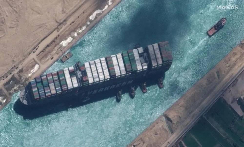 搁浅的长赐号巨型集装箱船,来源见水印<br>