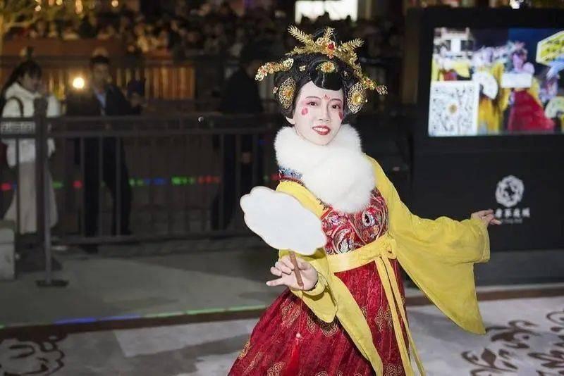 大唐不夜城的不倒翁小姐姐。来源:视觉中国